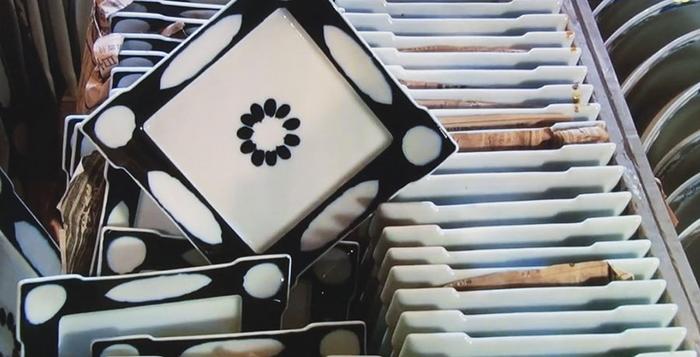 treasure-hunting-porcelain-warehouse-kouraku-kiln-japan-6