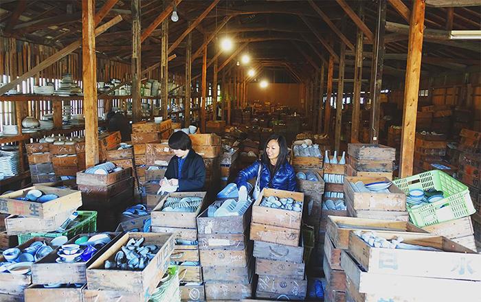 treasure-hunting-porcelain-warehouse-kouraku-kiln-japan-7