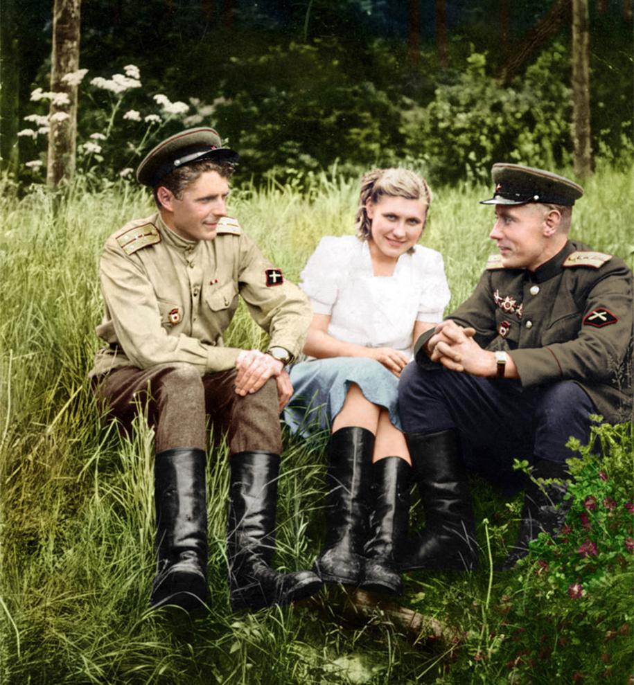 vintage-colorized-photos-soviet-russia-9
