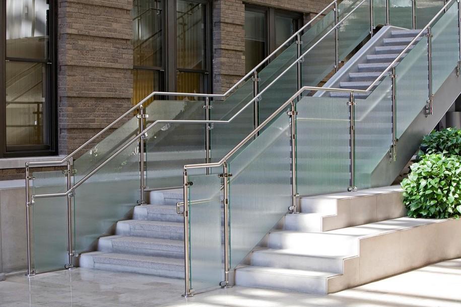 Stainless Steel Railings Vs Wooden Railings