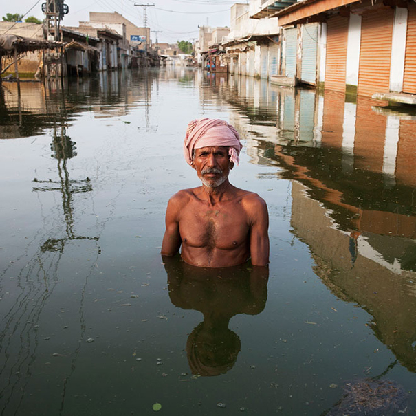 drowning-world-portraits-climate-change-gideon-mendel-20