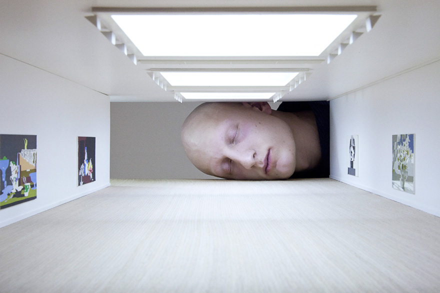 giant-heads-in-art-gallery-falsification-tezi-gabunia-7
