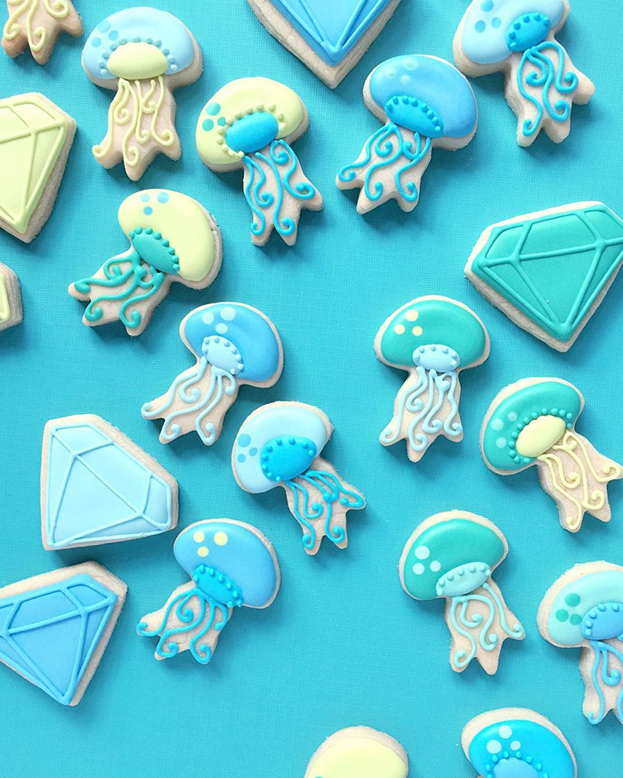 graphic-designer-bakes-creative-cookies-holly-fox-design-15