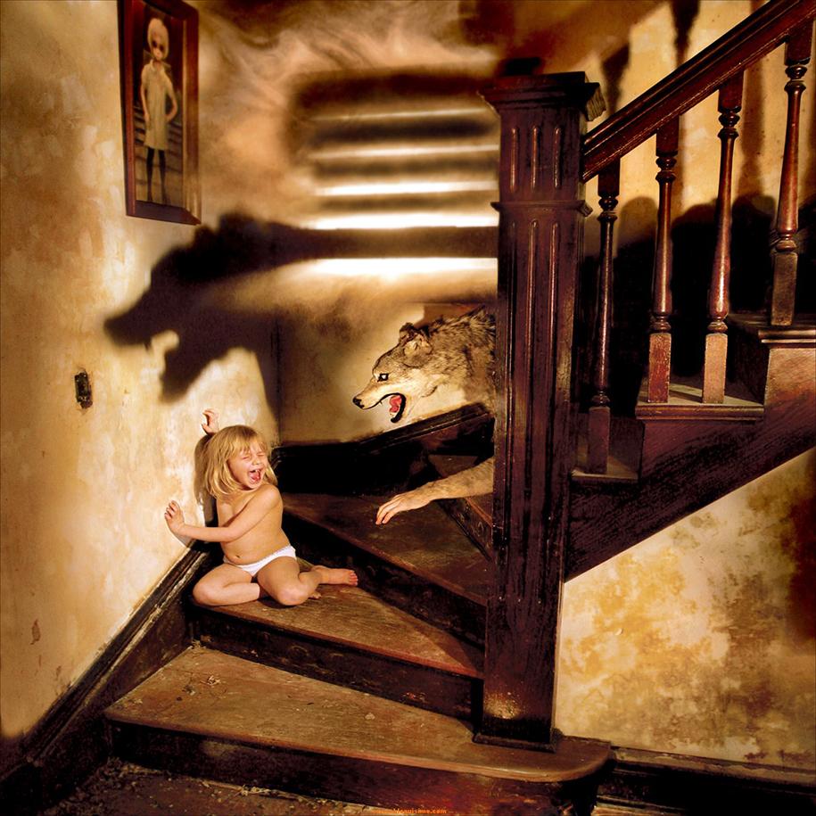 horror-family-photoshoot-creative-children-photography-joshua-hoffine-13