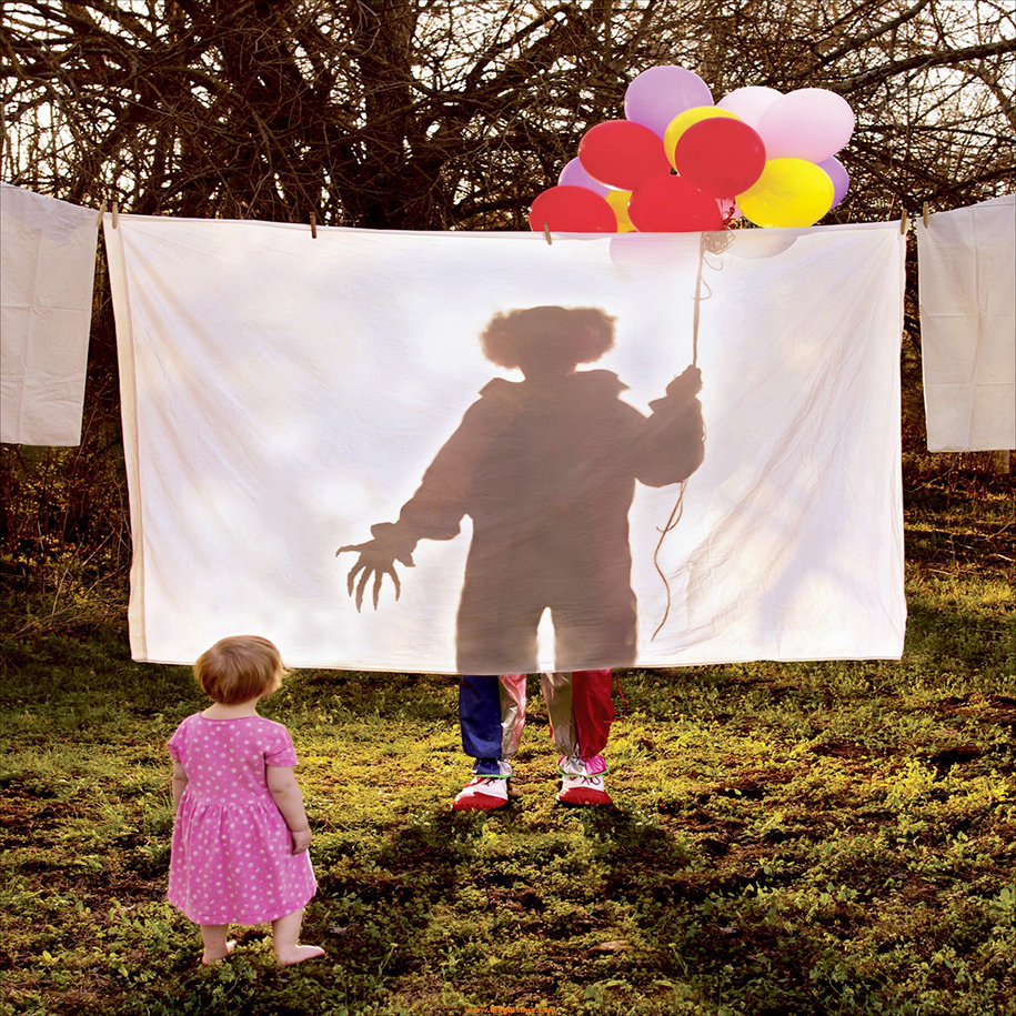horror-family-photoshoot-creative-children-photography-joshua-hoffine-15