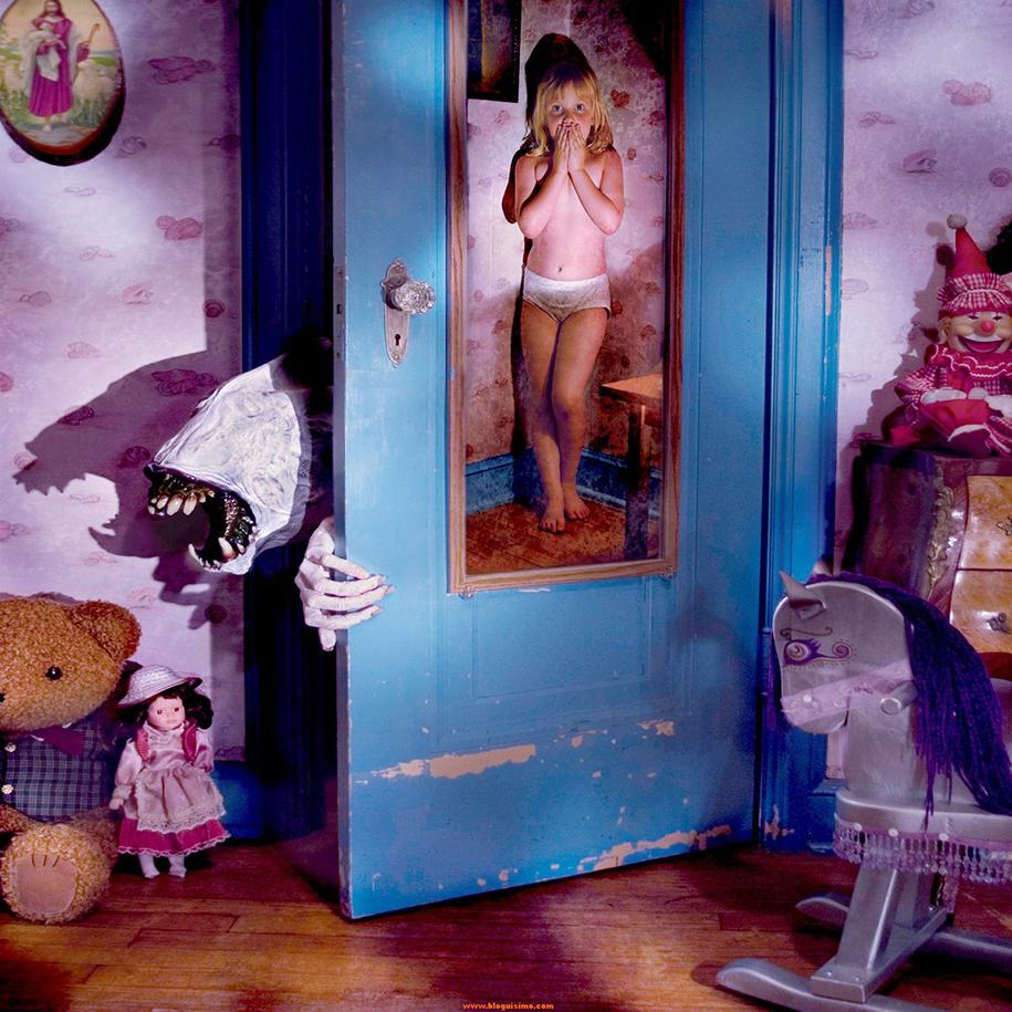 horror-family-photoshoot-creative-children-photography-joshua-hoffine-17