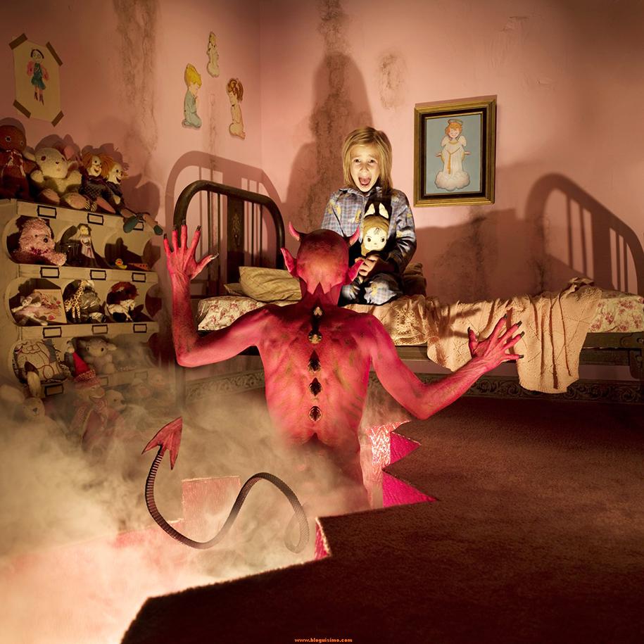 horror-family-photoshoot-creative-children-photography-joshua-hoffine-4