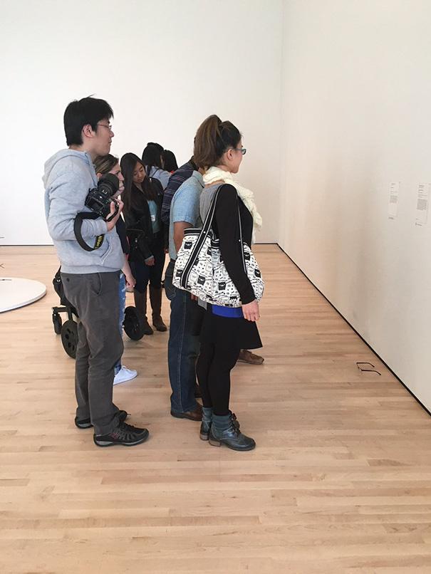 modern-art-gallery-glasses-prank-tj-khayatan-4