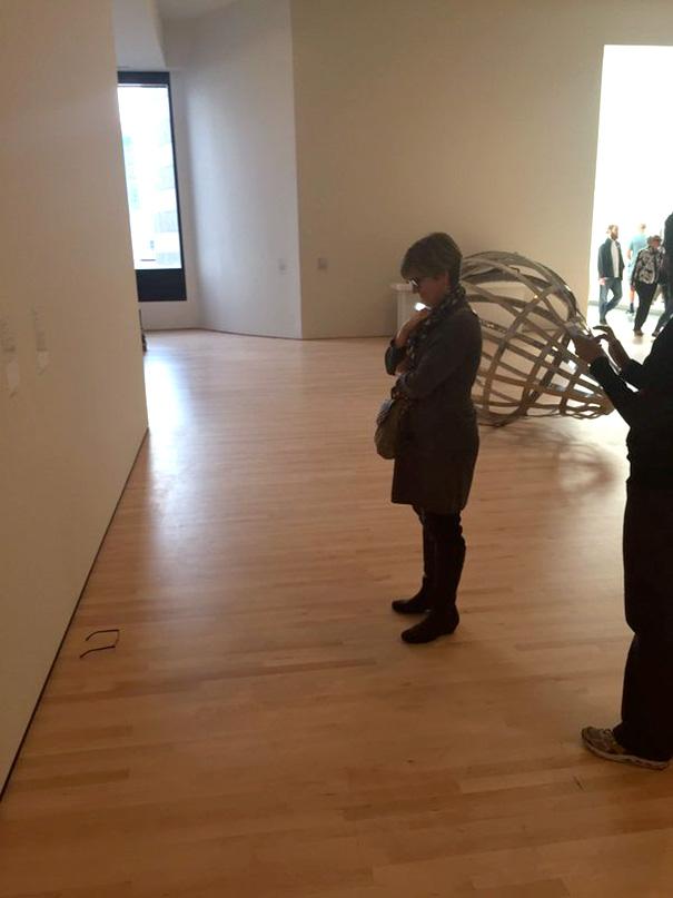 modern-art-gallery-glasses-prank-tj-khayatan-6