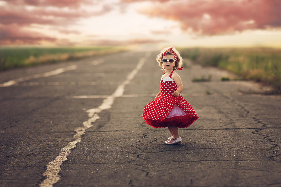photographer-captures-children-in-costumes-childhood-anna-rozwadowska-12