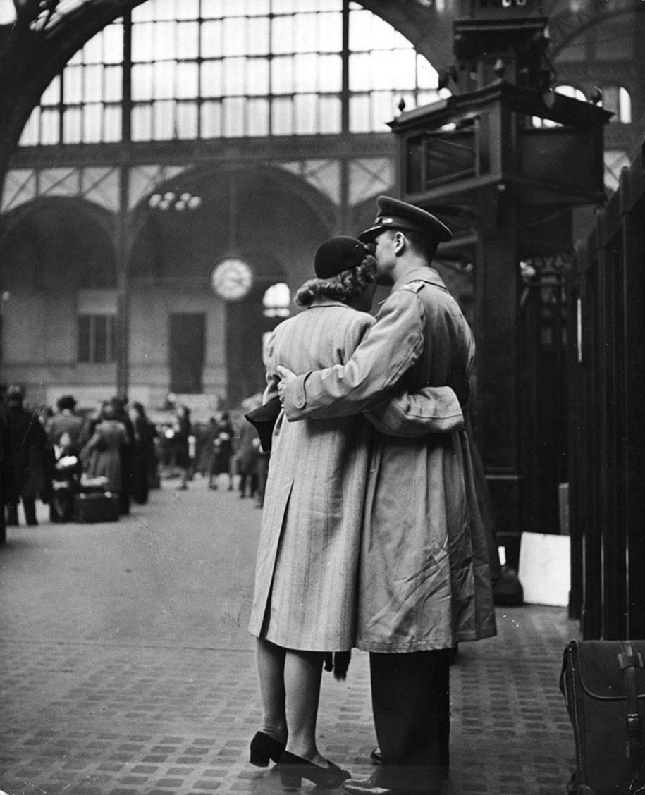 Love In Wartime Was The Only Thing That Kept The World ...Old Black And White Romantic Photos