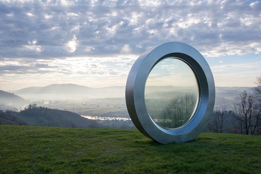 broken-lens-memorial-sculpture-fallen-photographer-gordan-lederer-nfo-10