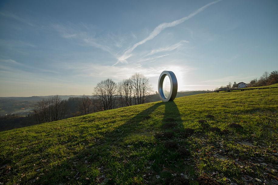 broken-lens-memorial-sculpture-fallen-photographer-gordan-lederer-nfo-13