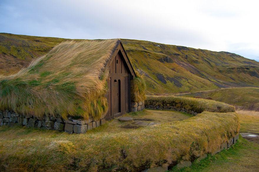 grass-roofs-green-houses-scandinavia-1