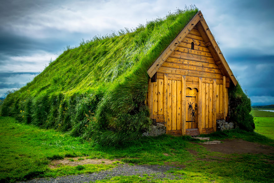 10 hobbit like scandinavian houses with green roofs - Build green roof nature home ...