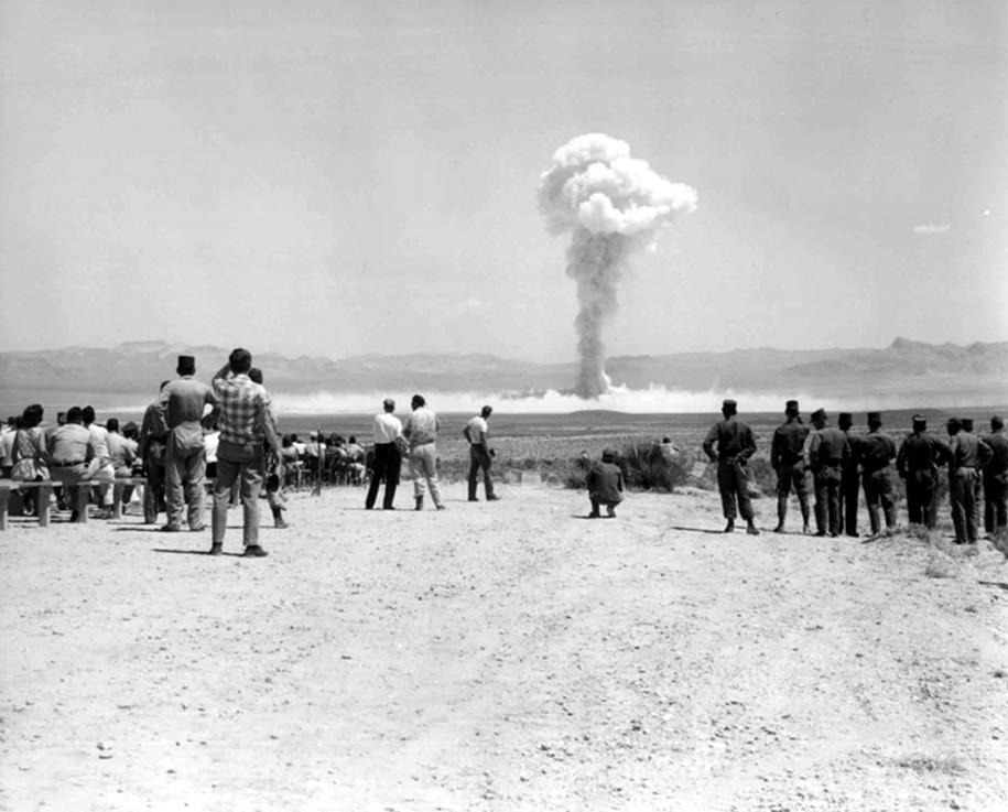 nuclear-tourism-1950s-atomic-bomb-las-vegas-16