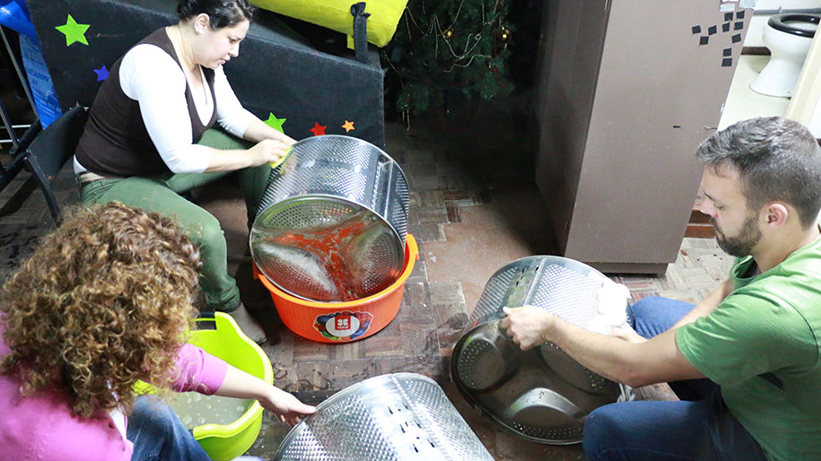 washing-machine-drum-lamps-teatro-metaphora-portugal-6