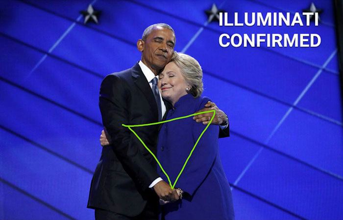 barack-obama-hillary-clinton-hug-photoshop-battle-11