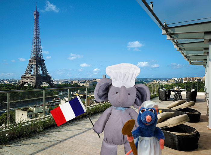 lost-toy-elephant-travels-around-world-photoshop-battle-17