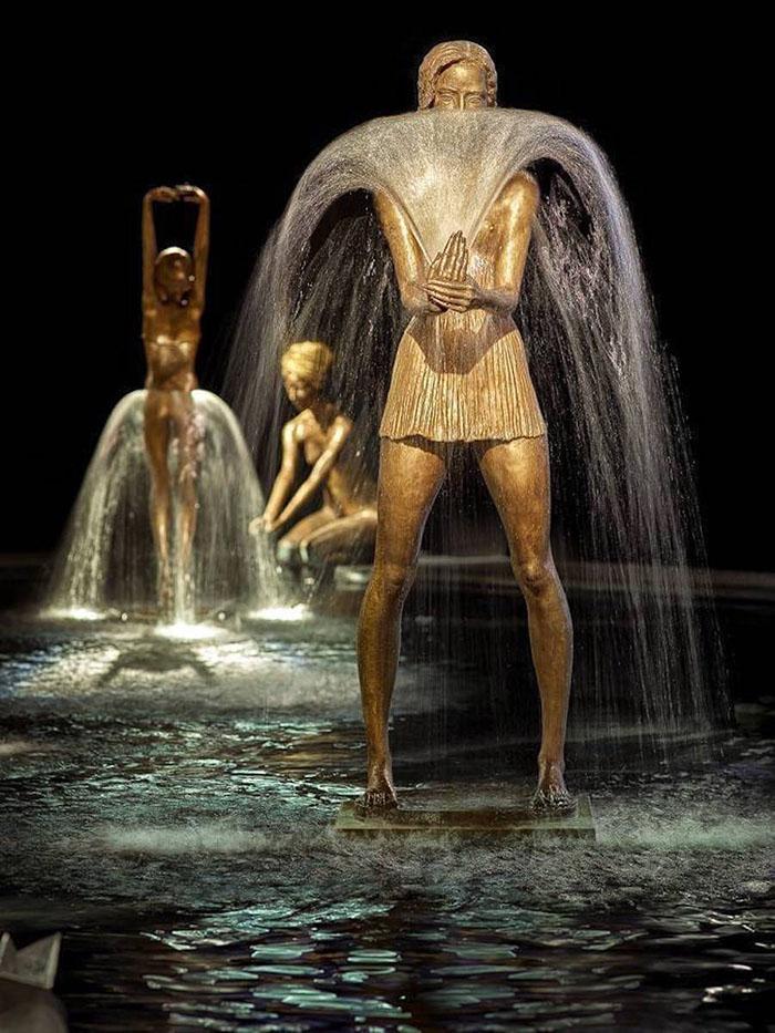 moving-fountain-sculptures-malgorzata-chodakowska-3