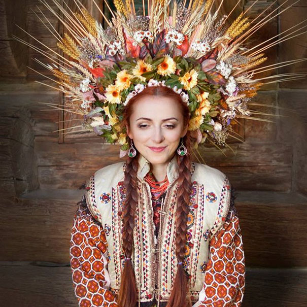 Ukrainian Women Bring Back Traditional Floral Crowns To ...