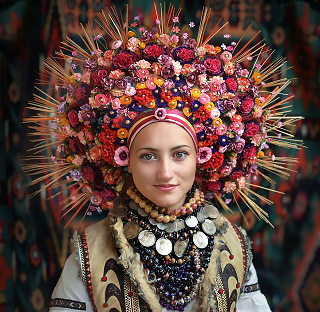 ukrainian women bring back traditional floral crowns to show