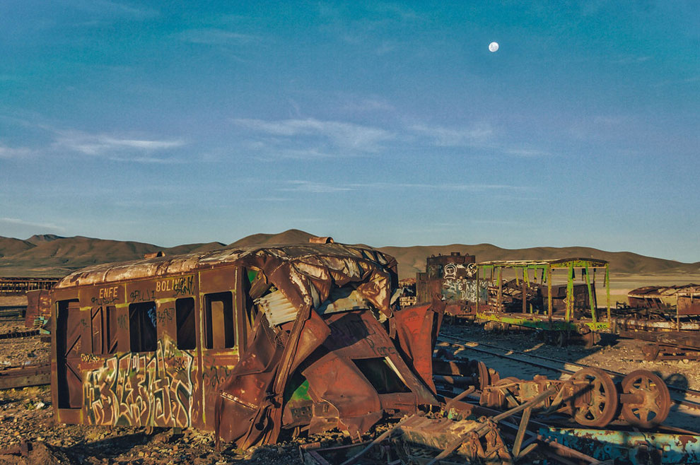 train-graveyard-bolivia-chris-staring-11