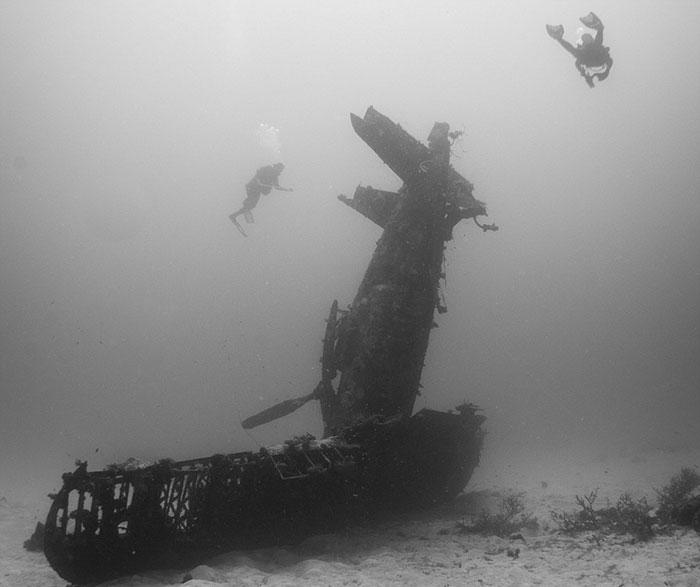 underwater-plane-graveyard-wwii-brandi-mueller-1