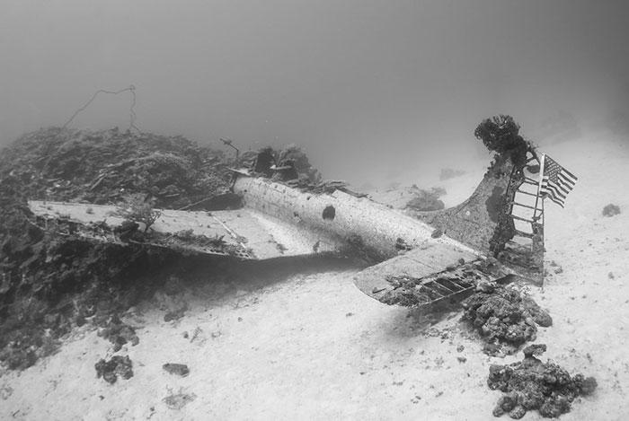 underwater-plane-graveyard-wwii-brandi-mueller-16