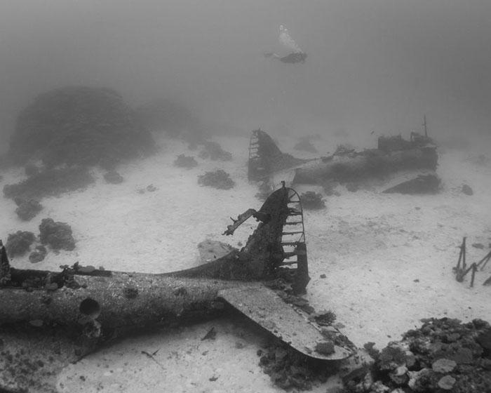 underwater-plane-graveyard-wwii-brandi-mueller-26