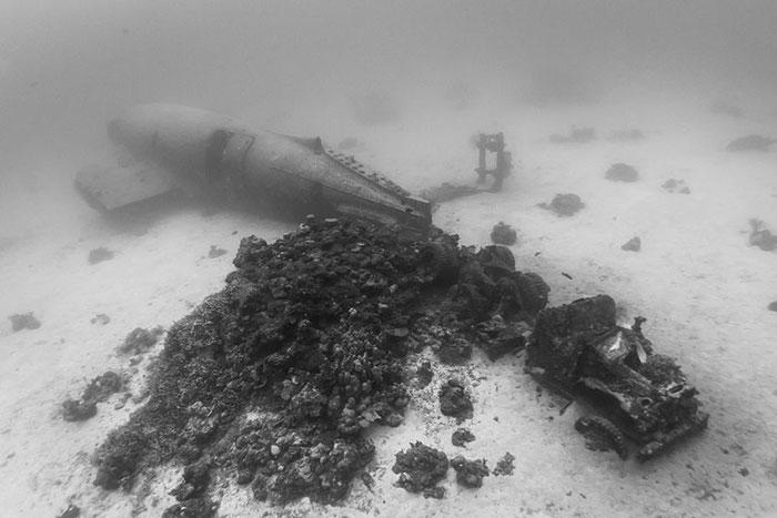 underwater-plane-graveyard-wwii-brandi-mueller-27