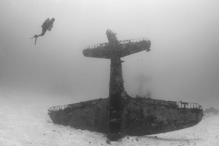 underwater-plane-graveyard-wwii-brandi-mueller-28
