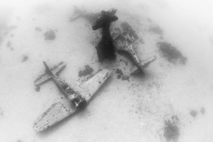 underwater-plane-graveyard-wwii-brandi-mueller-35