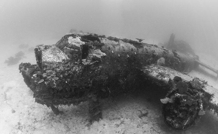 underwater-plane-graveyard-wwii-brandi-mueller-40