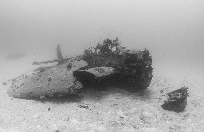 underwater-plane-graveyard-wwii-brandi-mueller-6