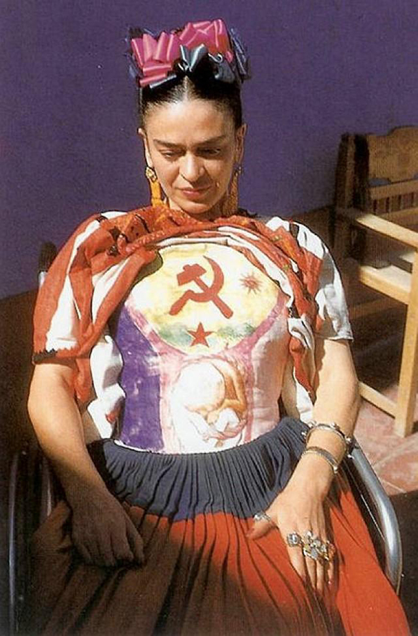 12 color photos of famous frida between the 1930s and 1950s. Black Bedroom Furniture Sets. Home Design Ideas