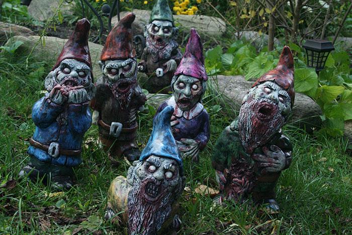 zombie-gnomes-scary-garden-decorations-revenant-fx-4