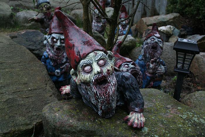 zombie-gnomes-scary-garden-decorations-revenant-fx-9