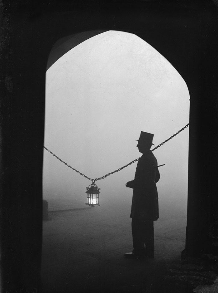 20th-century-london-fog-vintage-photography-6