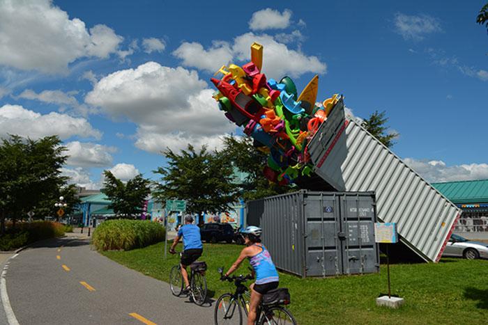 colorful-trash-sculptures-overconsumption-canada-jose-luis-torres-16