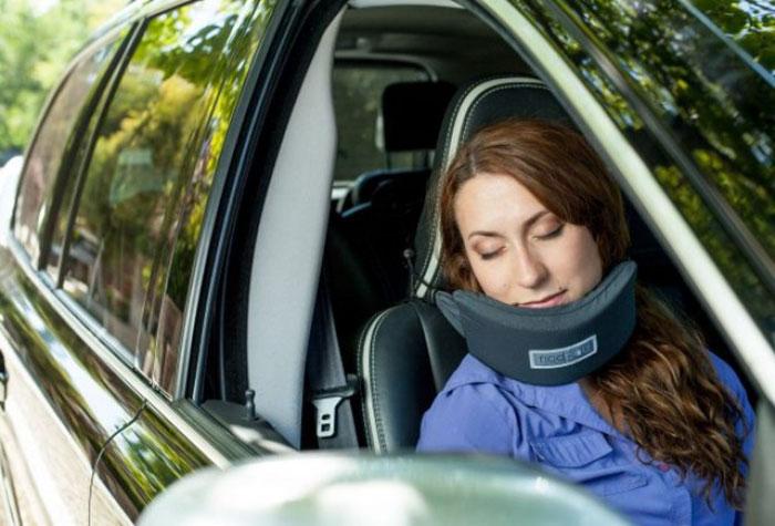 head-hammock-travel-pillow-sleep-plane-nodpod-5