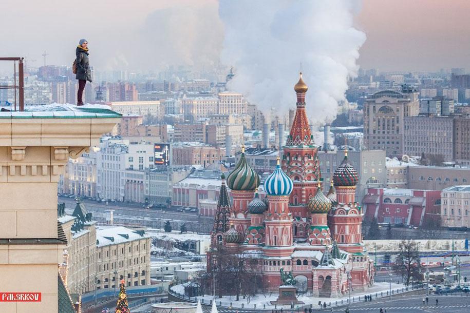 risky-dangerous-selfies-russia-angela-nikolau-21
