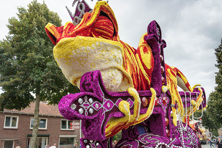 giant-flower-sculpture-parade-corso-zundert-2016-netherlands-28