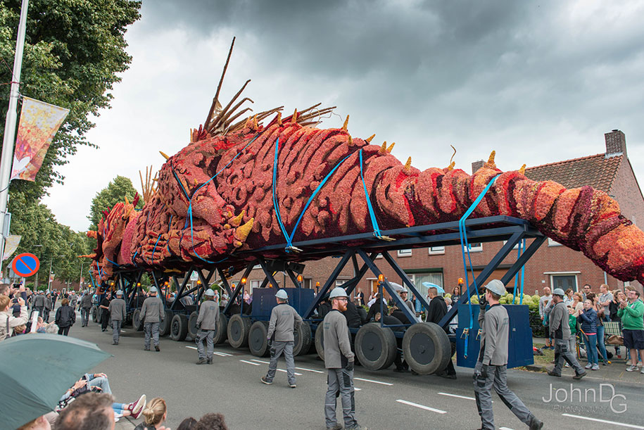 giant-flower-sculpture-parade-corso-zundert-2016-netherlands-41
