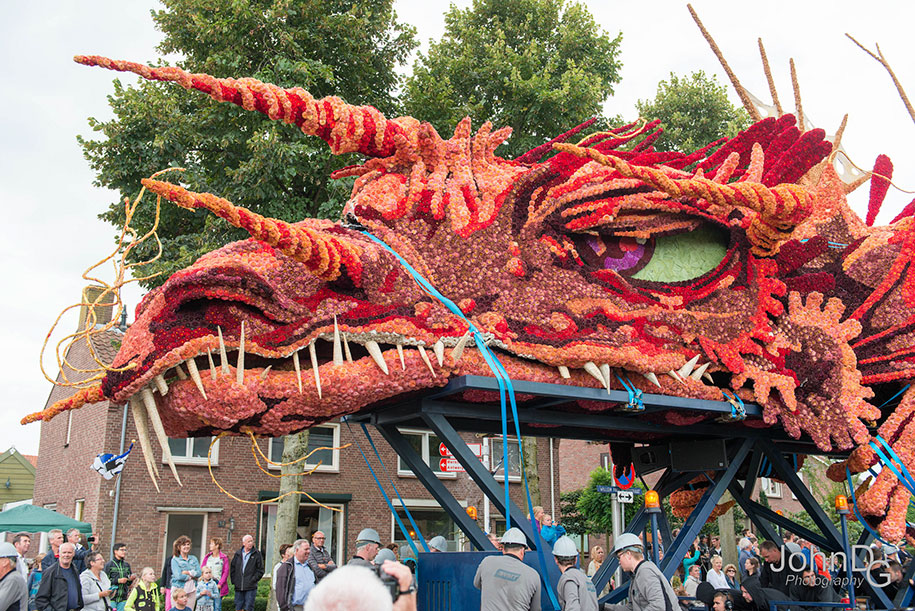 giant-flower-sculpture-parade-corso-zundert-2016-netherlands-42