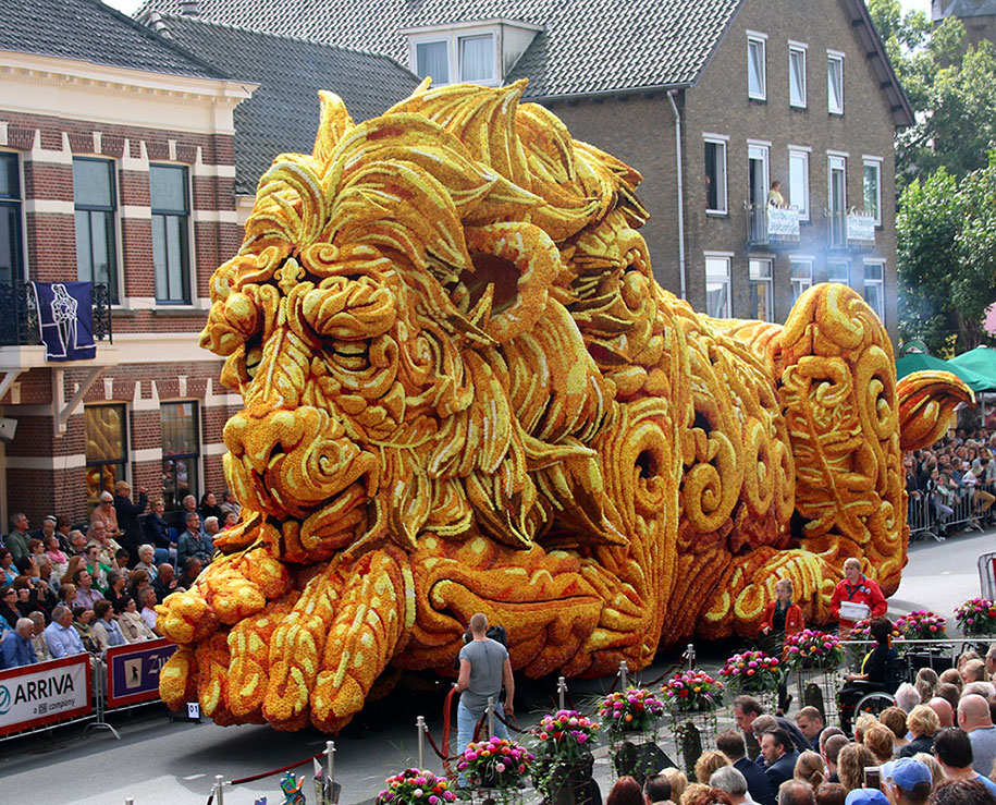 giant-flower-sculpture-parade-corso-zundert-2016-netherlands-61