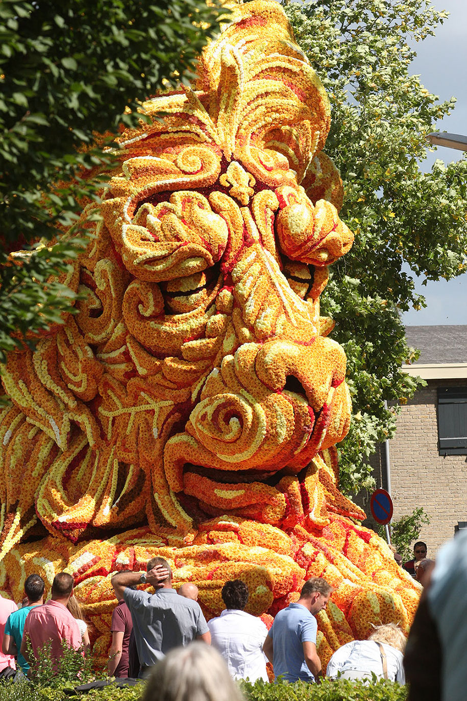 giant-flower-sculpture-parade-corso-zundert-2016-netherlands-62