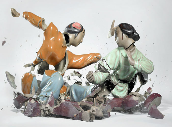 shattered-porcelain-dolls-fight-martin-klimas-13