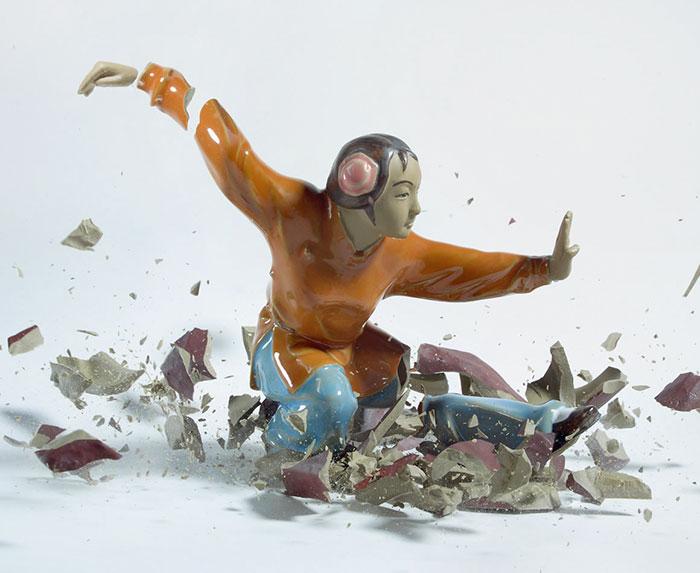 shattered-porcelain-dolls-fight-martin-klimas-7