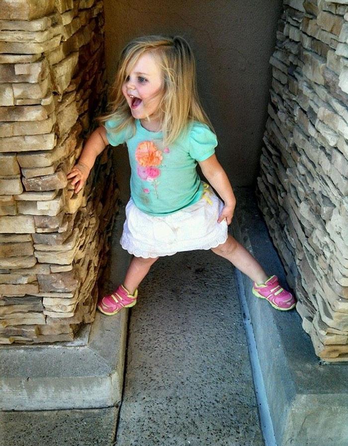 3-year-old-girl-superman-costume-school-photo-kaylieann-steinbach-2